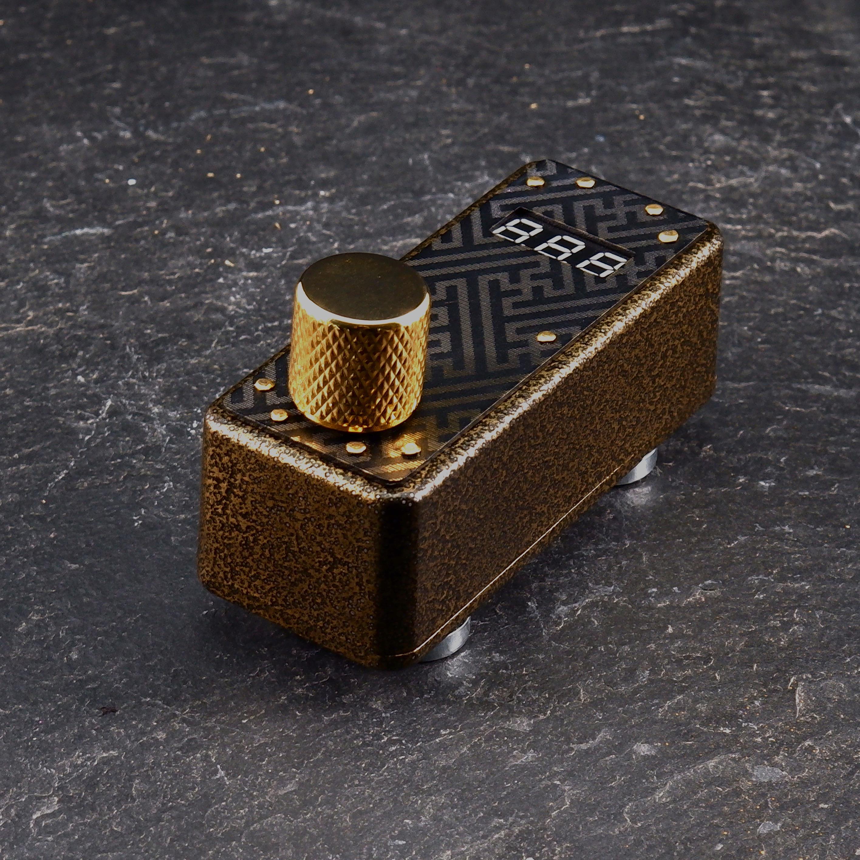 Gold Vein Sayagata Plate